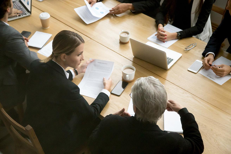 Abogados laboralistas: Características del contrato mercantil