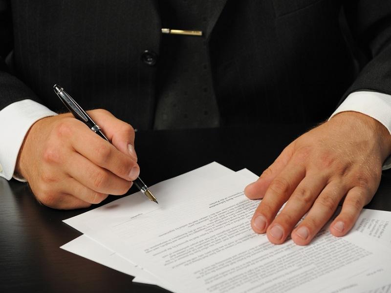 Diferencias entre contrato laboral y mercantil